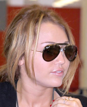 5bed8d3e38 (Miley Cyrus in Ray Ban 3428