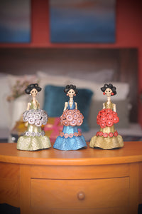 Small hand-painted clay figurines. Made in Mexico, shipped worldwide. Add a classy touch of Mexican art to your home or office.