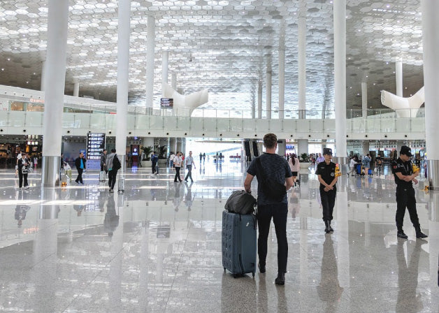Nate, co-founder of Distil Union rolls through the Shenzhen Bao'an Airport