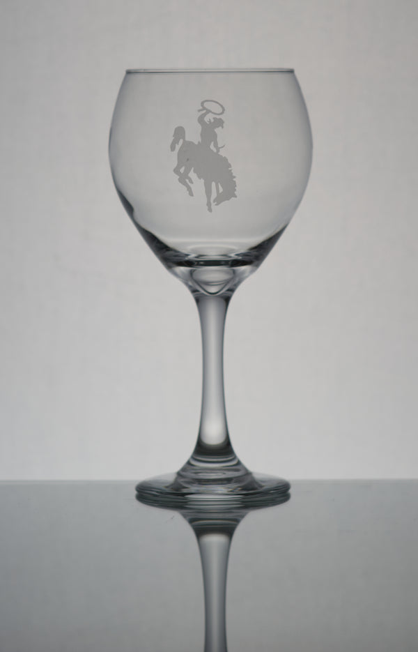 GL006BB;  20oz Bulbous Red Wine Glass w/Bucking Bronco