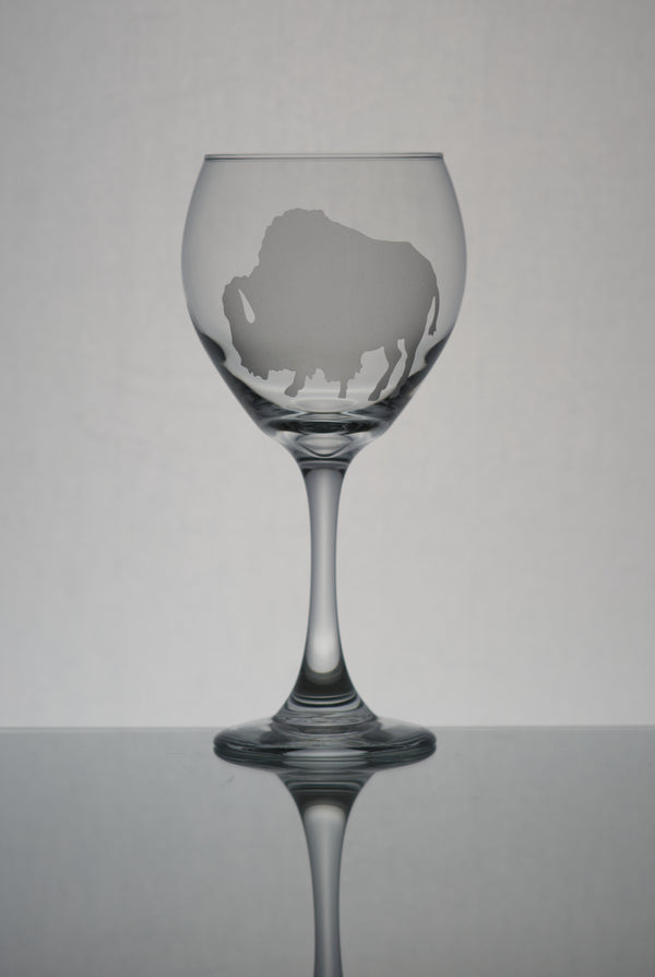 GL006B; 20oz Bulbous Red Wine Glass w/Fluffy Buffalo