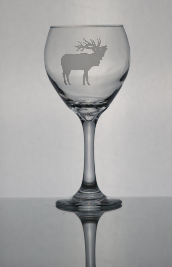 GL006E; 20oz Bulbous Red Wine Glass w/Bull Elk