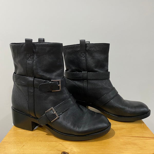 COLE HAAN Black Leather Strappy Ankle Motorcycle Boots Nike Air Women's Size 9