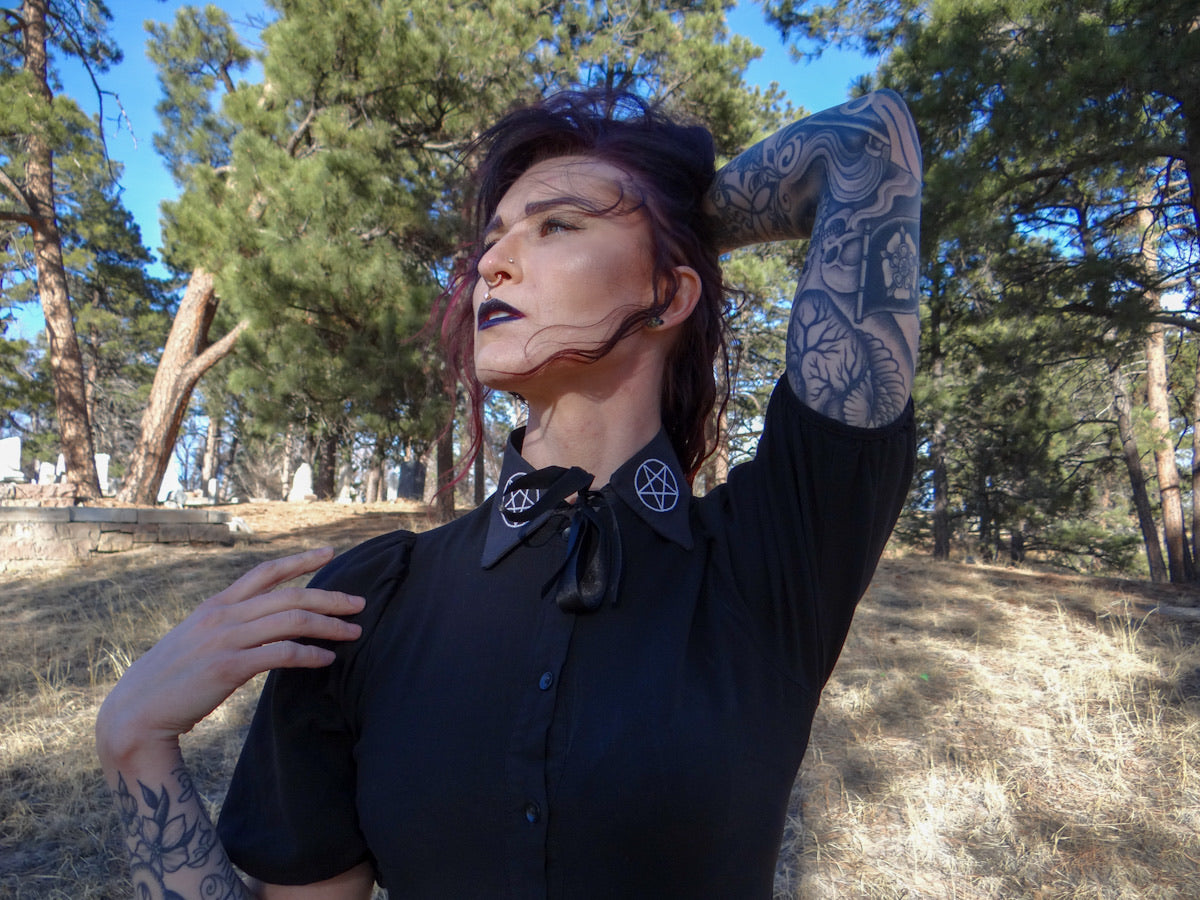 Pentagram Witch Collar in black