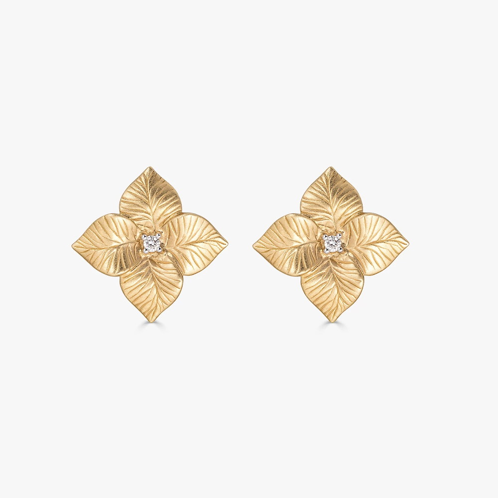Oro Small Flower Earrings in 18K Yellow Gold