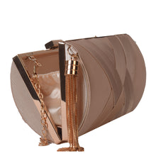 Load image into Gallery viewer, Gold clutch with tassel