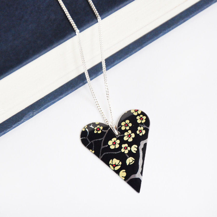 China Black Slim Heart Pendant Necklace