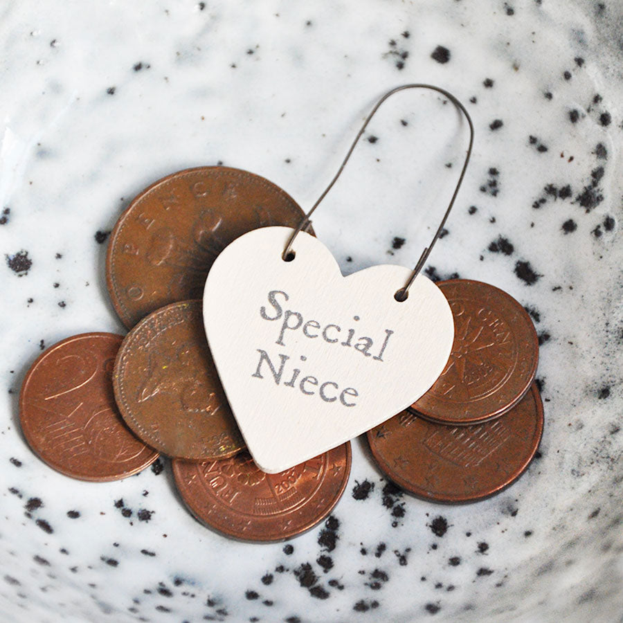 Special Niece Little Heart Sign Tag