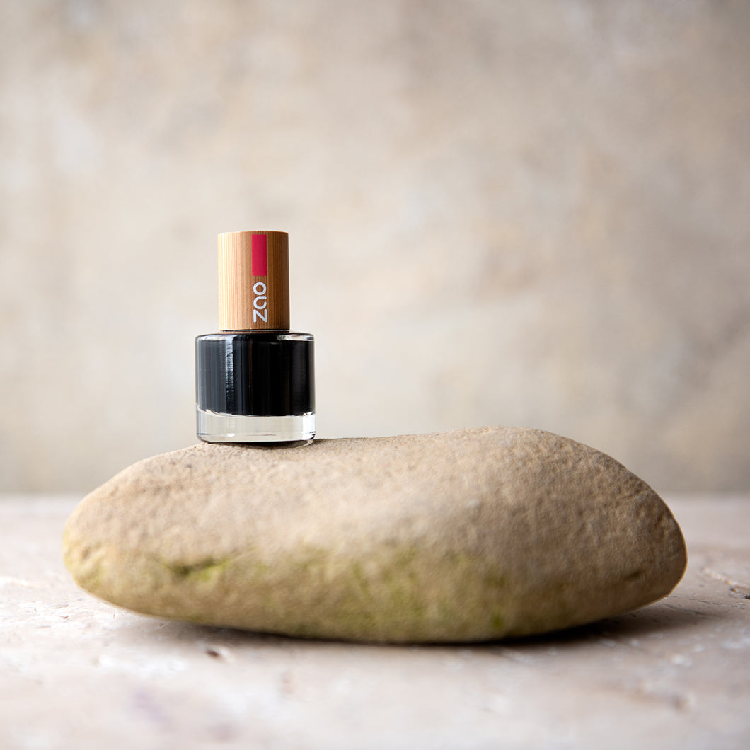 Zao Makeup: Eco Friendly Nail Polish - Black 8ml