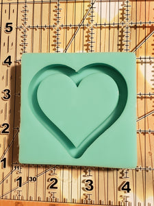Thick rimmed medium Heart Shaker silicone mold