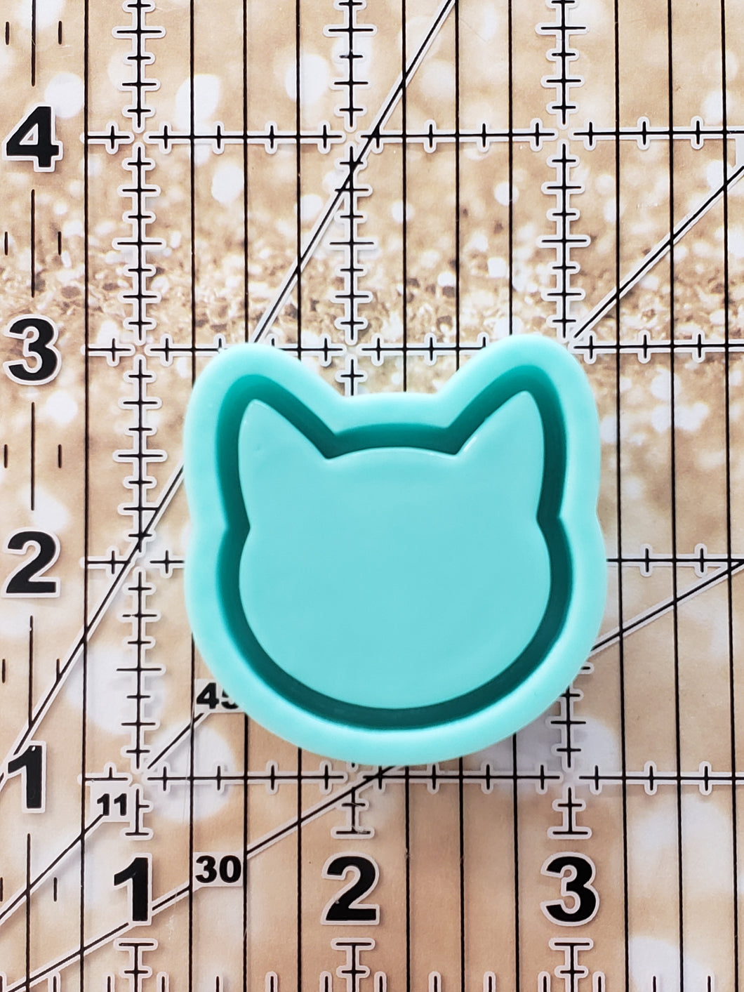 Cat Outline Grippy Shaker Mold