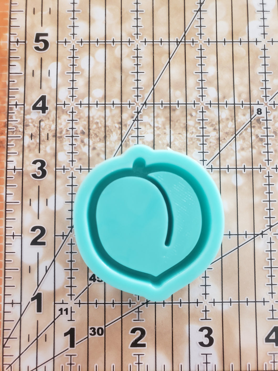 Peach Grippy Shaker Mold