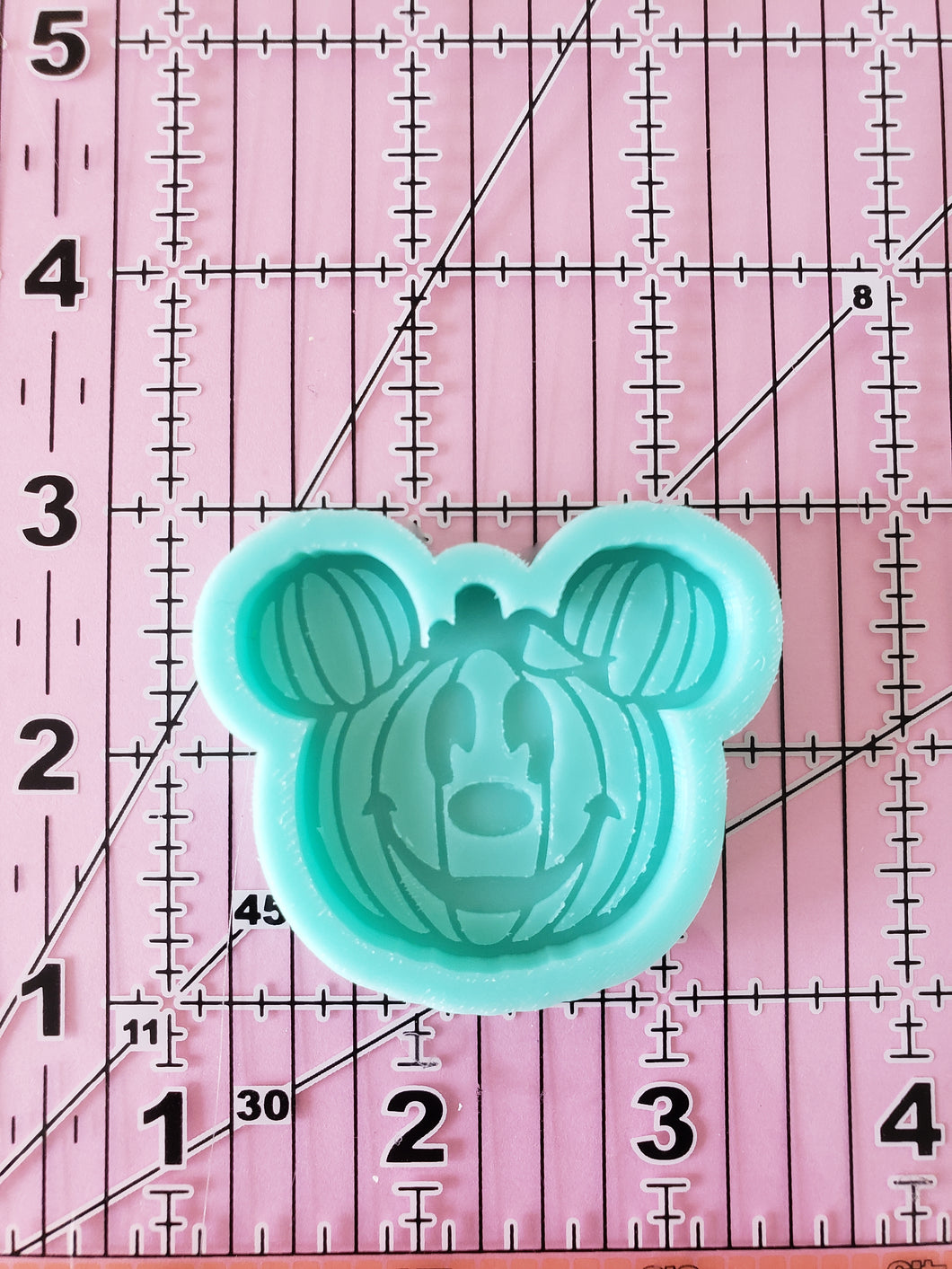 Mickey Pumpkin Grippy Non-shaker Mold