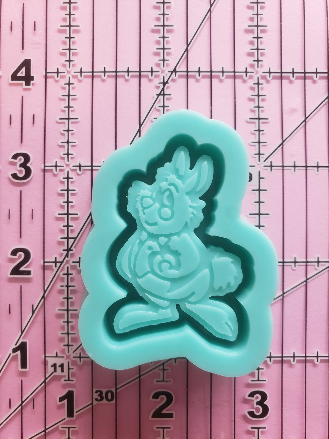 White Rabbit Grippy Shaker Mold