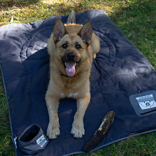 QUILTED PREMIUM RECYCLED PET BLANKET NAVY