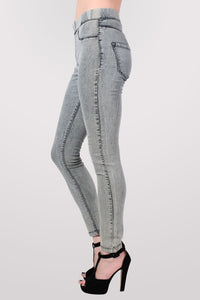Super Stretch Acid Wash Jeggings in Light Denim MODEL SIDE