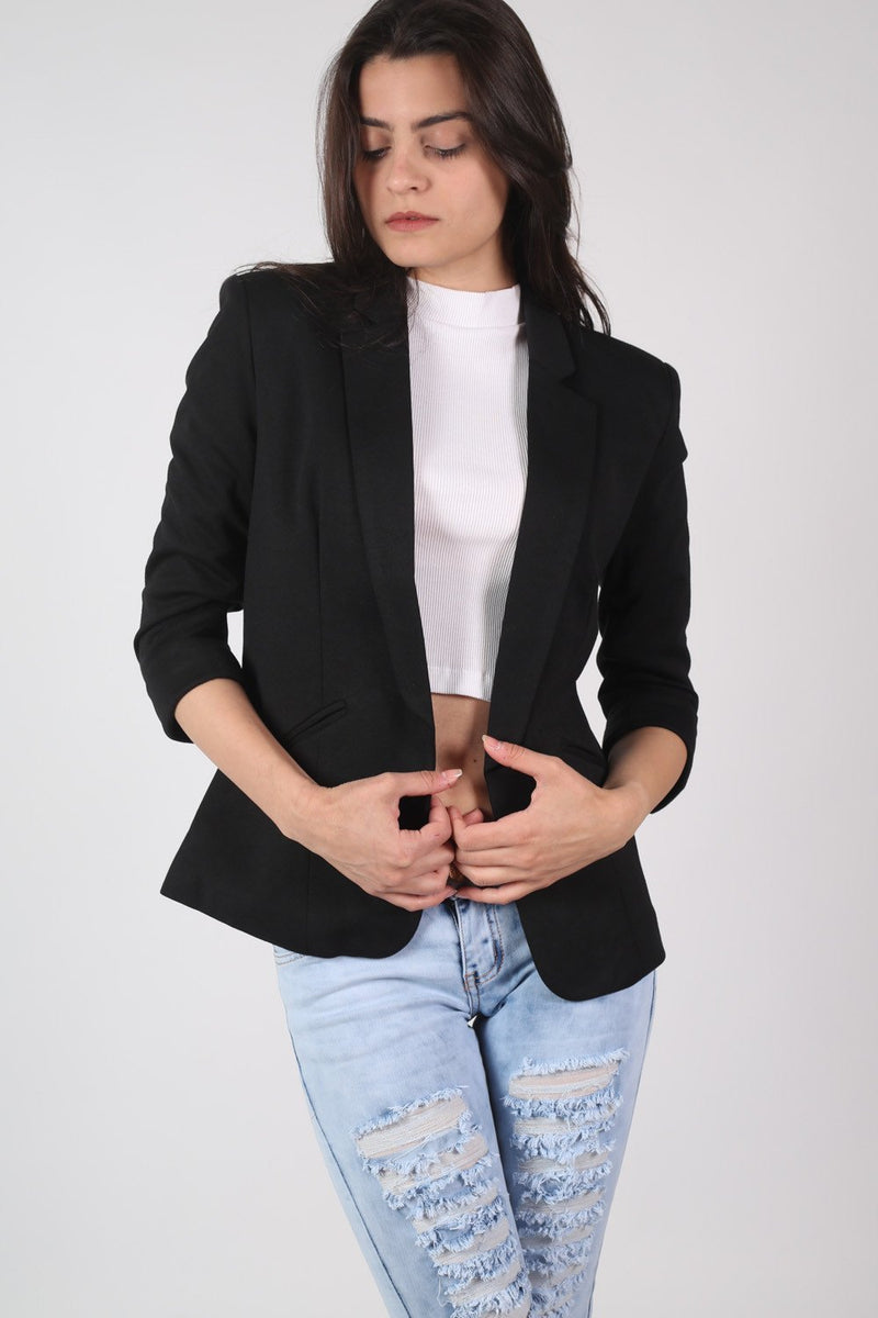 Open Front Blazer in Black MODEL FRONT 2