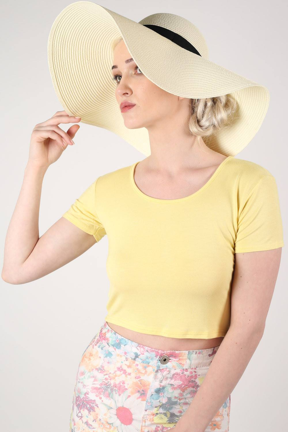 Wide Brim Straw Floppy Hat in Cream MODEL FRONT