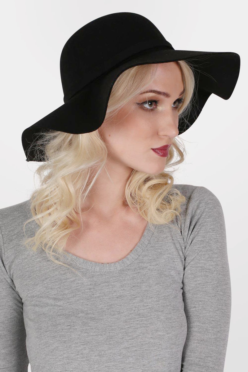 Wool Floppy Hat in Black MODEL FRONT
