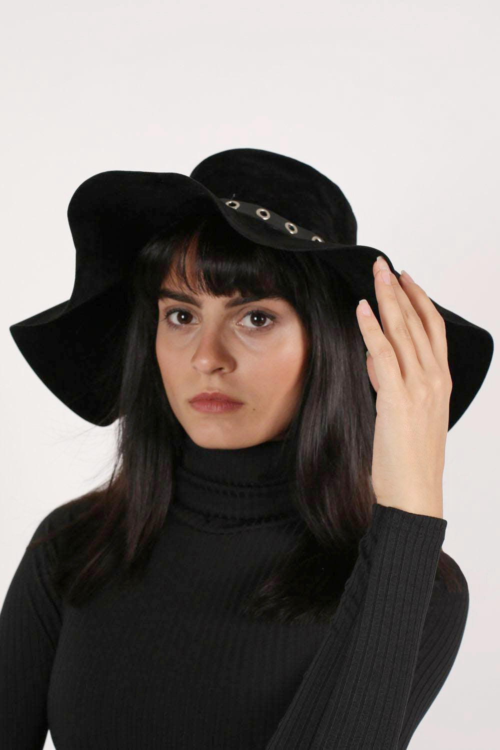 Suedette Floppy Hat in Black MODEL FRONT