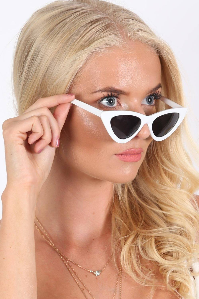 Sunglasses - Slim Retro Cat Eye Sunglasses In White