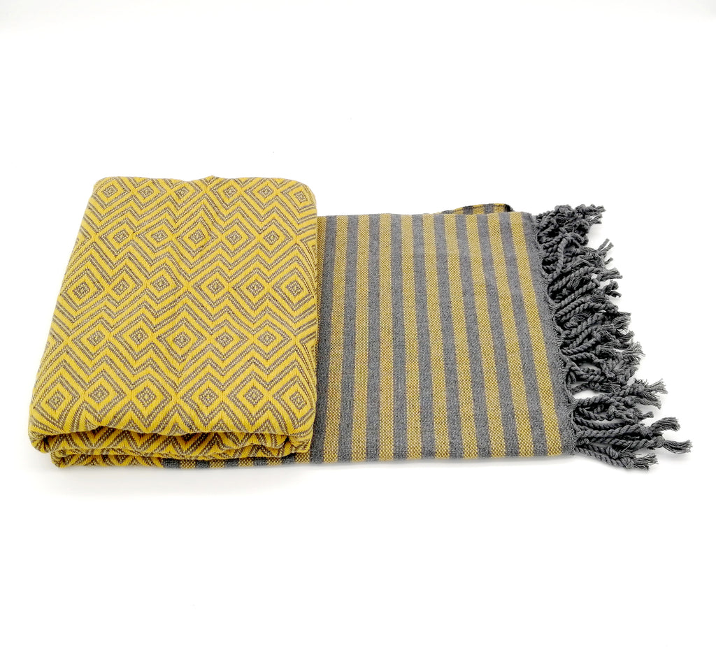 Turkish bath towel Sultan gold, lightweight, loomed with pure cotton in yarn-dyed stripes and edged with hand-knotted fringes at both ends.