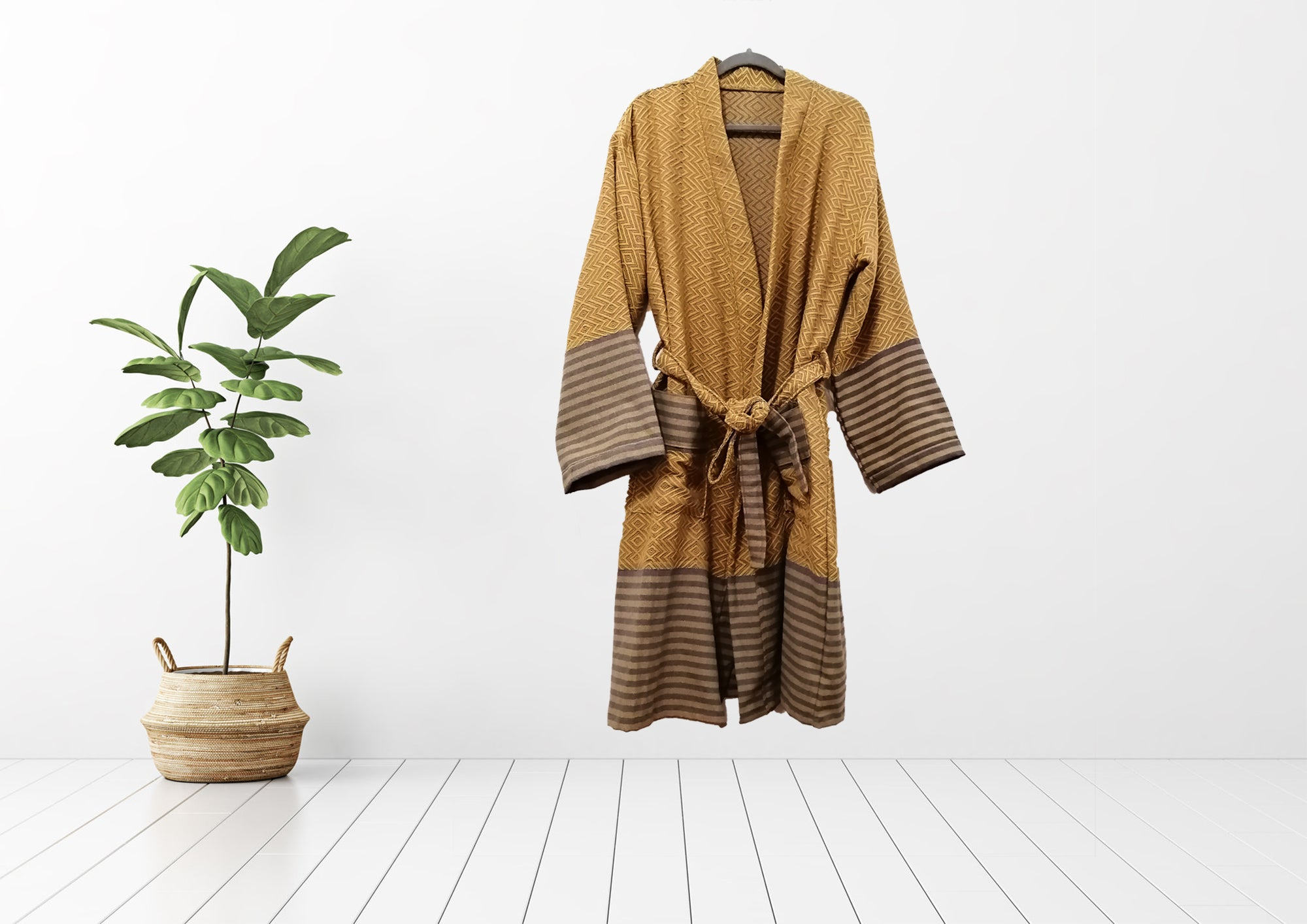 Turkish Towel bathrobe sultan gold made with the finest quality Turkish cotton, super soft, lightweight Turkish towel robes, Perfect for drying off and staying warm, superior absorbency.it is with arrow pattern.