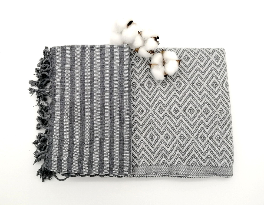 Turkish bath towel Sultan silver, lightweight, loomed with pure cotton in yarn-dyed stripes and edged with hand-knotted fringes at both ends.