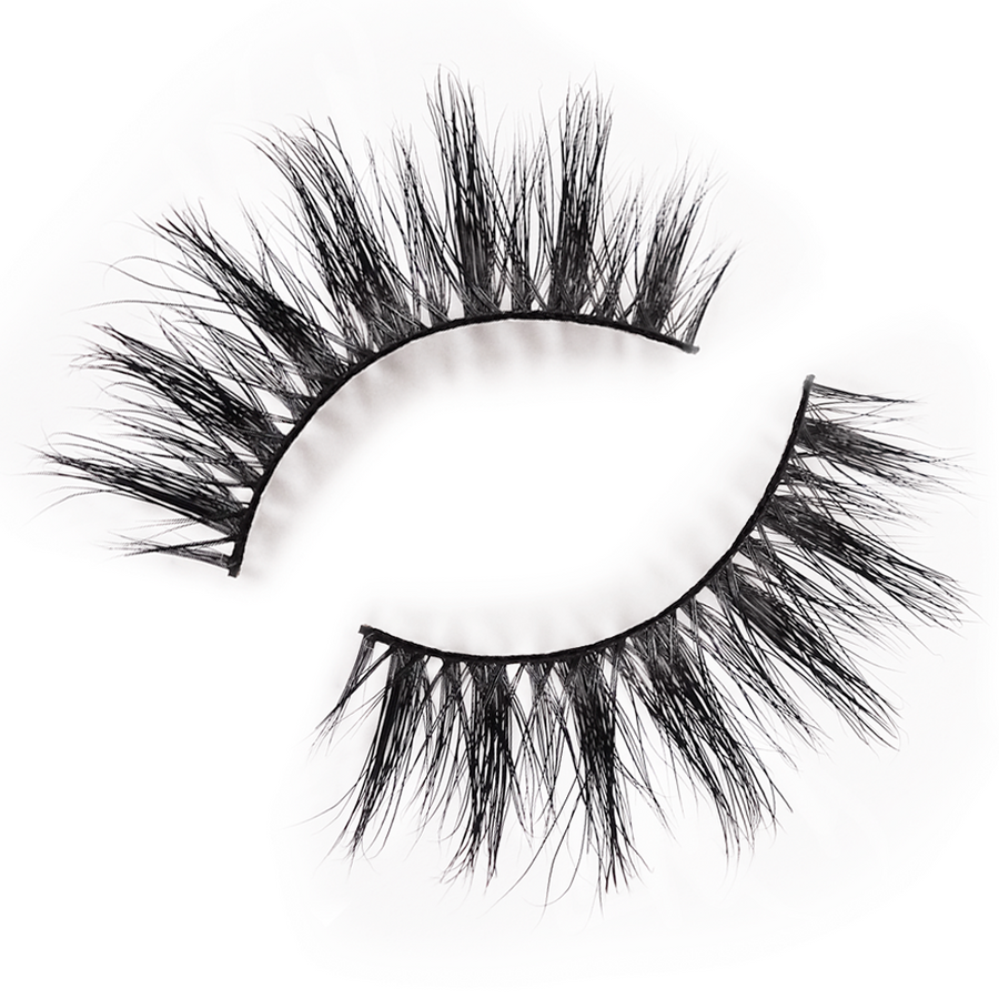 envie lashes in the style iconic