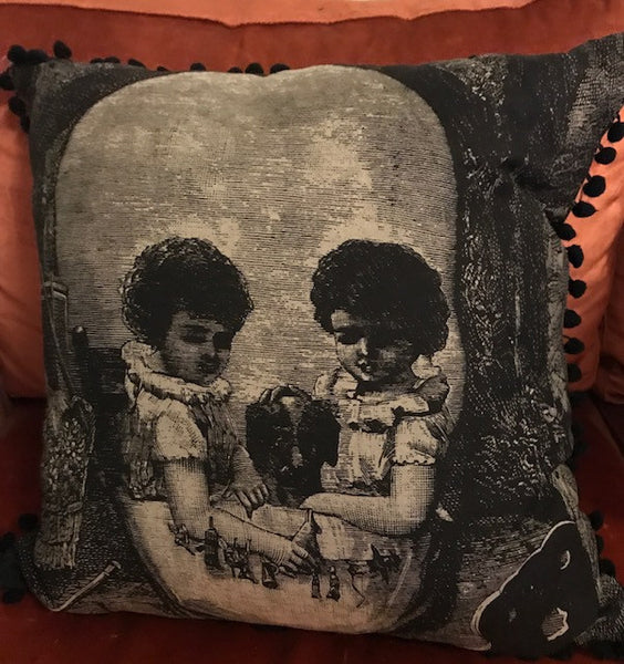 VICTORIAN SKULL/KIDS LINEN CUSHION