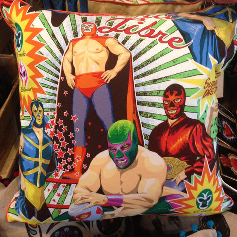 WRESTLER CUSHION WITH PIPING