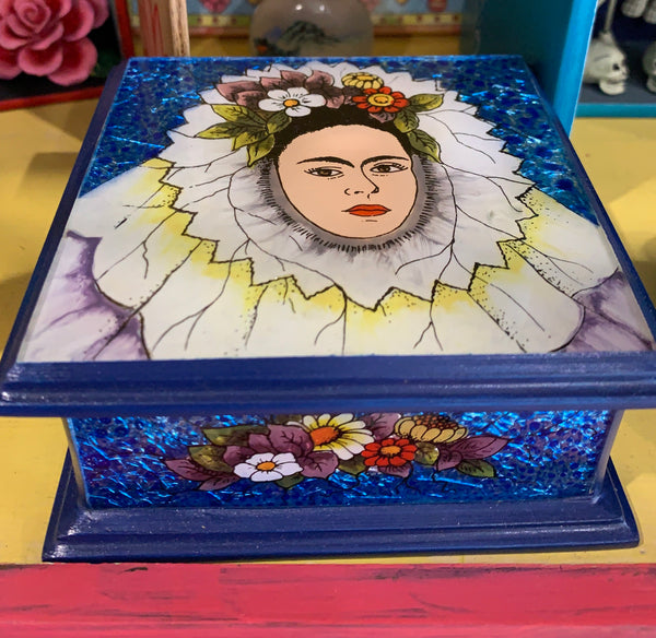 FRIDA IN TEHUANA DRESS HINGED BOX