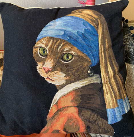 CAT WITH A PEARL EARRING
