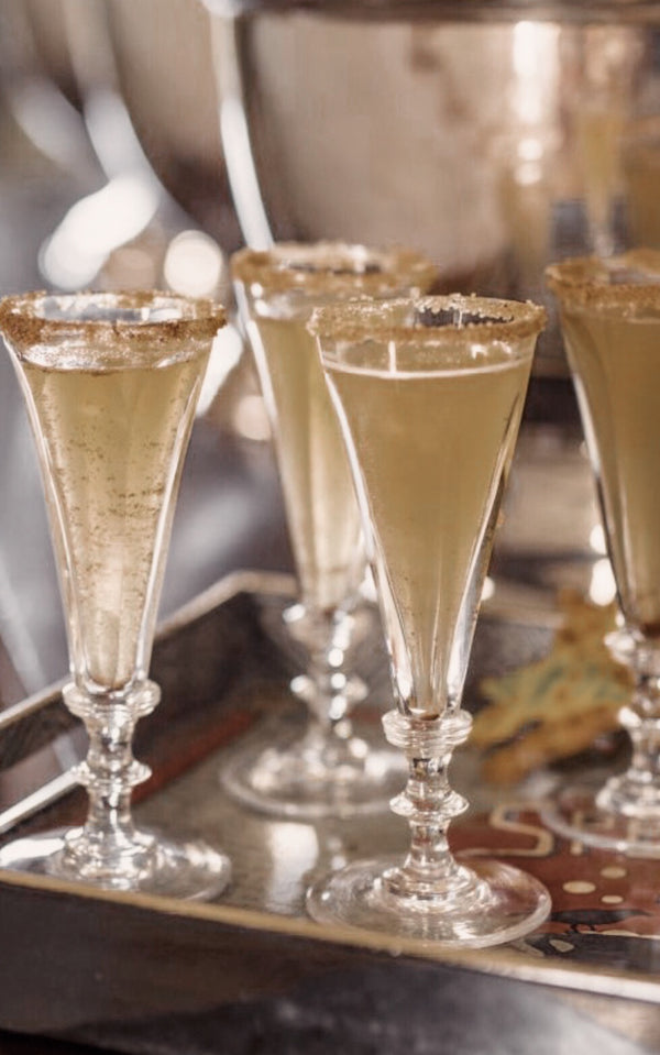 Make your own Divine Halloween Apple Cider Champagne Cocktails! 👻