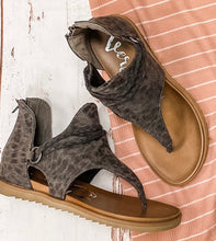 Load image into Gallery viewer, Sariah Leopard Sandals
