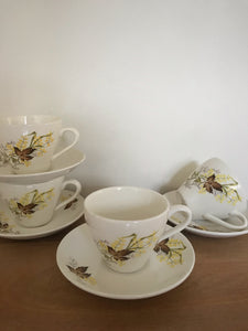 Set of 4 Crown Lynn cups / saucers