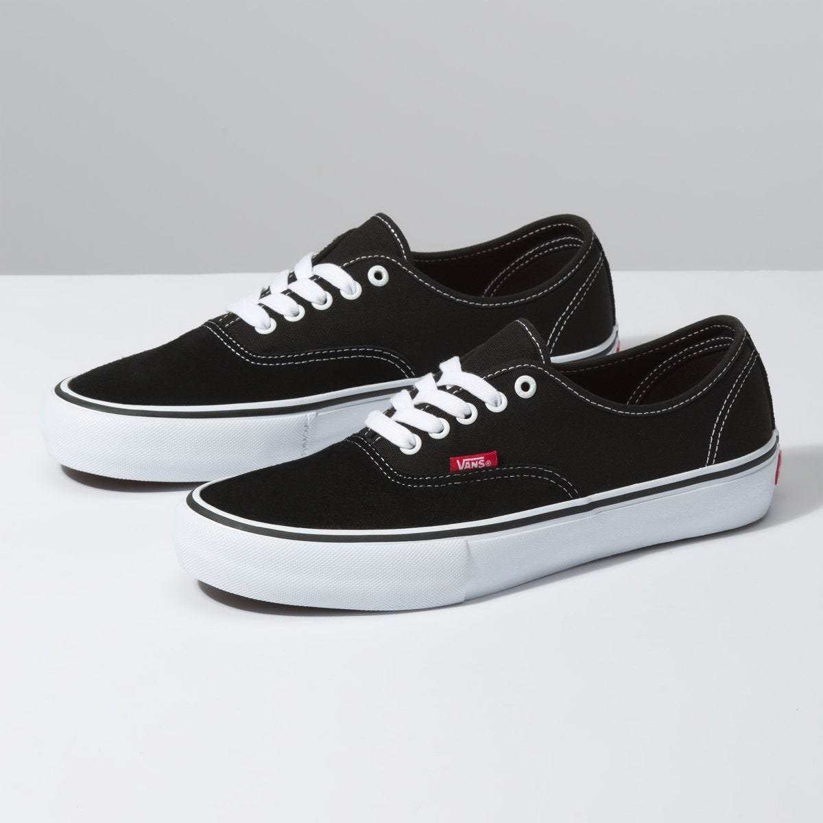 Zapatillas Vans Authentic Pro - Black/True White - Vans