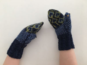 Peacock Mittens - English
