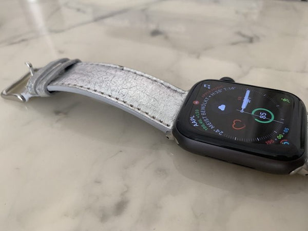 Angetestet: das spacige silberne Mezando Apple-Watch-Armband