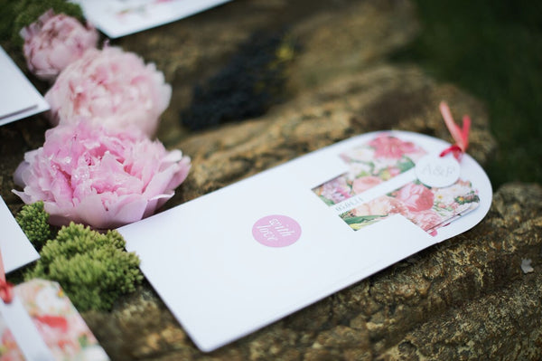 Blooms Luxe Invitation suite in Pink