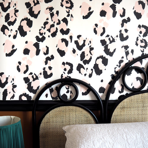Pink & Black Leopard Print Wallpaper