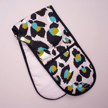 Load image into Gallery viewer, *PRE-ORDER* Pink Leopard Print Oven Gloves