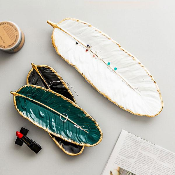 Ceramic Feather Plate Set | A Deal Each Week