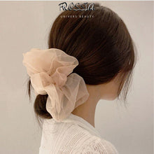 Laden Sie das Bild in die Galerie, Silk Hair Scrunchie