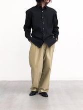 by H / WIDE CHINO PANTS (BEIGE)