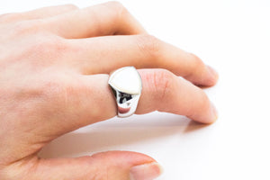 TOMWOOD / Shield Ring Ladies' (WHITE MOP)