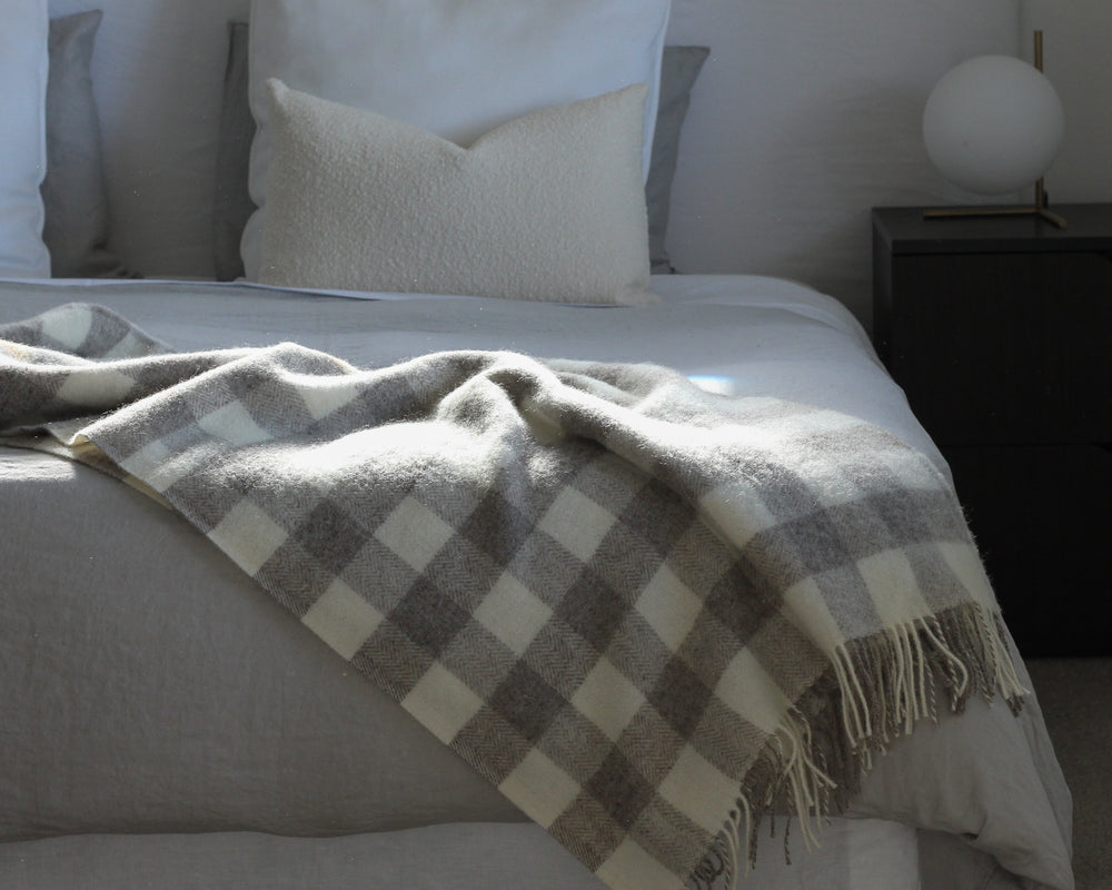Load image into Gallery viewer, ARROWTOWN THROW | FAWN