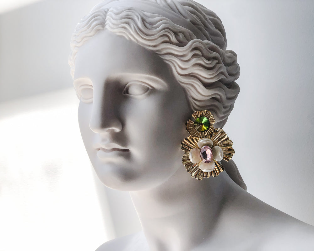 Load image into Gallery viewer, FLEUR D'OR EARRINGS