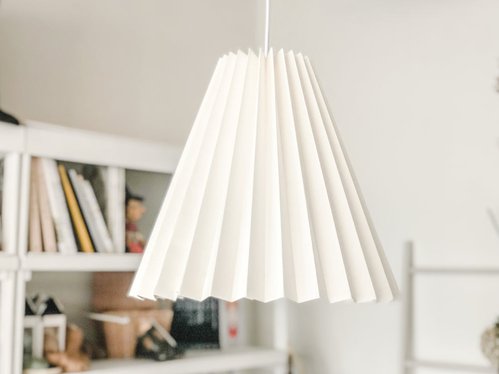 PLEATED WHITE PAPER LAMPSHADE