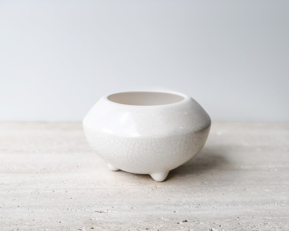 GIDON BING | SMALL FOOTED PLANTER | BONE CRACKLE